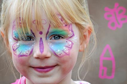 Kinderschminken in Mainz und auch die Glitzer Tattos werden mit dermatologisch getesteten Farben und Materialien durchgeführt. Begeisterung mit Luftballonmodellage, Luftballontiere ist mit Kinderschminken in Mainz von den Schminkies ganz sicher.