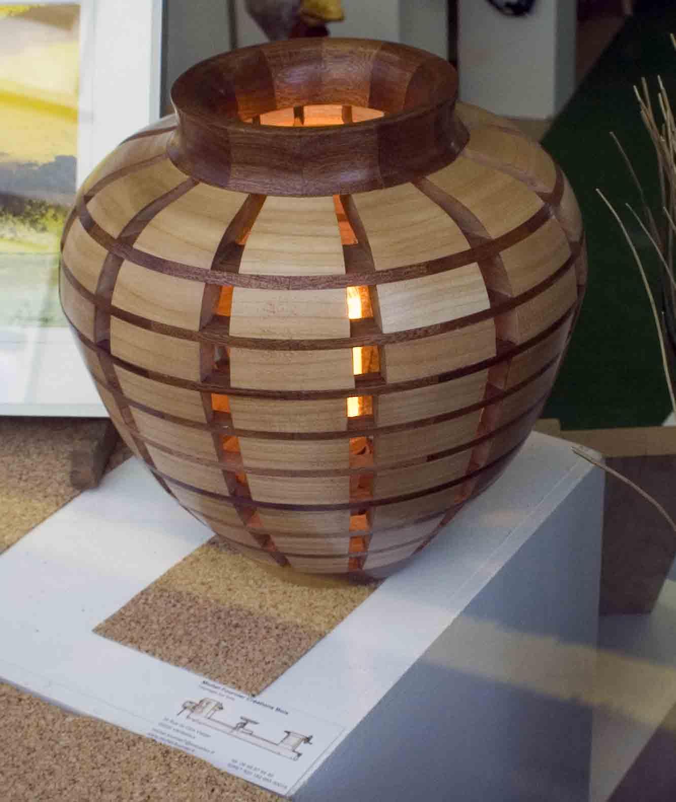 Lampe en segments ajourés