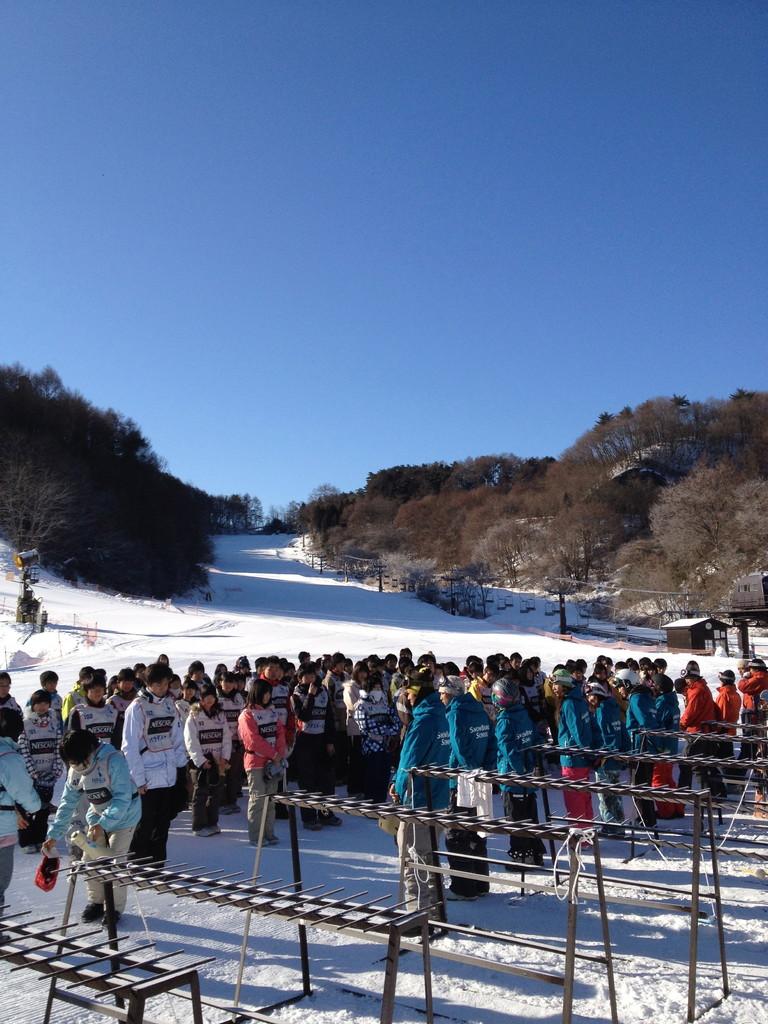 学校の遠足も最近スノーボードが増えてきましたね。
