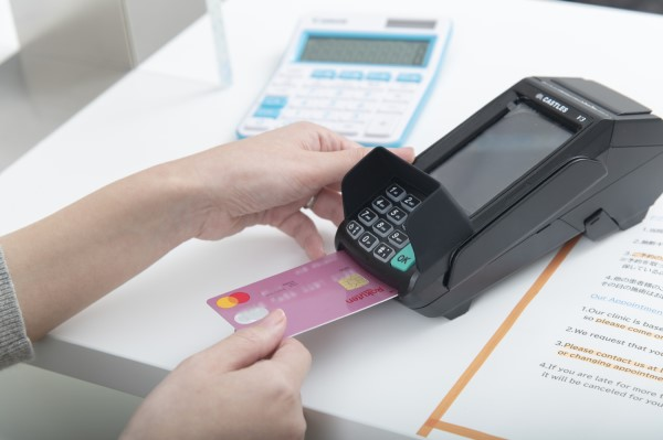 We accept credit cards(visa ・ master) and cash.