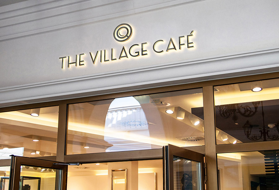 "Logo ""Village Café"", UNION INVESTMENT REAL ESTATE GmbH, Fassade"