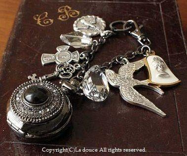 十字架・メダイのモノトーン懐中時計のバッグチャーム