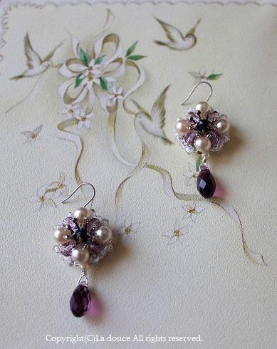 ヴィンテージパールと紫・黒のお花ピアス