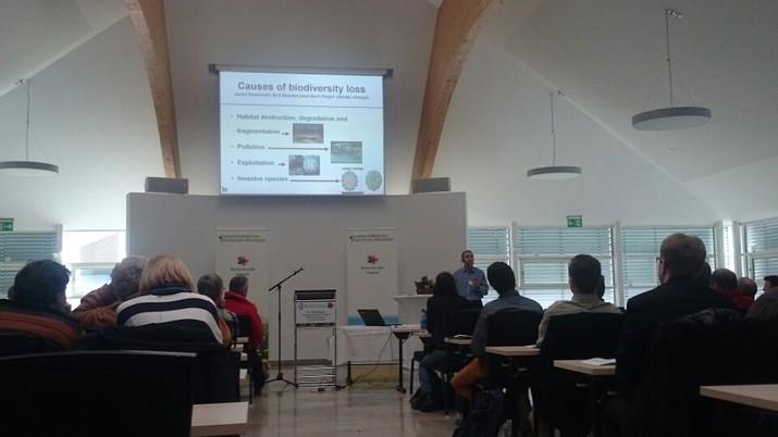Eindruck von der Konferenz. Robert Paxton spricht darüber, dass viele Viren bei Honigbienen, Hummeln und solitären Bienen vorkommen. (c) Jana Bundschuh 2015