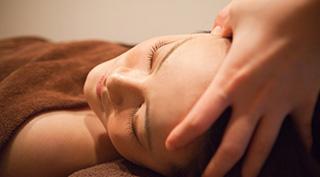 不眠の方にもオススメのヘッドセラピー施術が学べる気功整体講座
