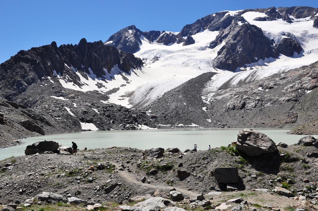 Lac du glacier d'arsine. 2455m.