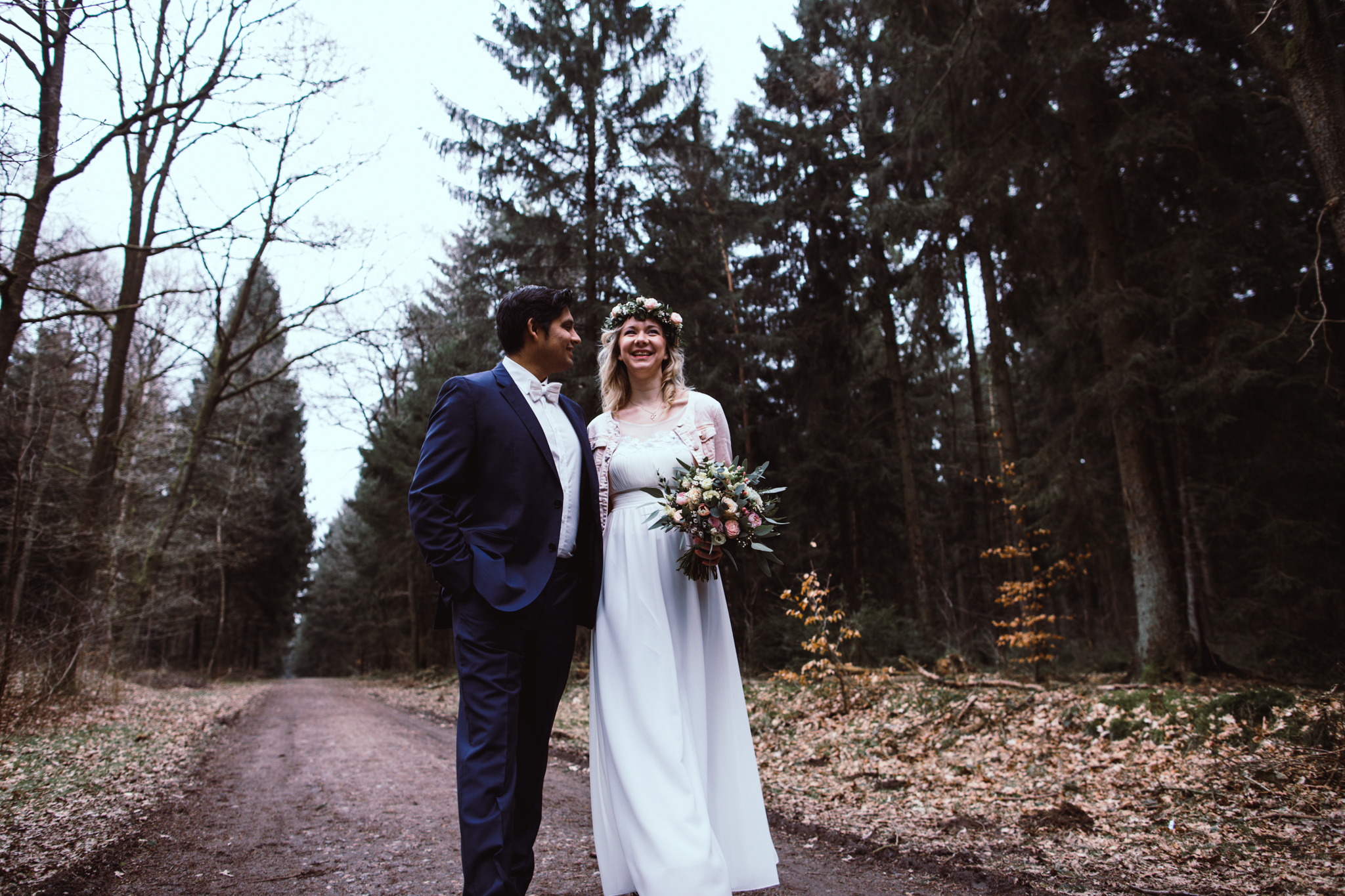 Brautpaar im Wald Brautpaarshooting