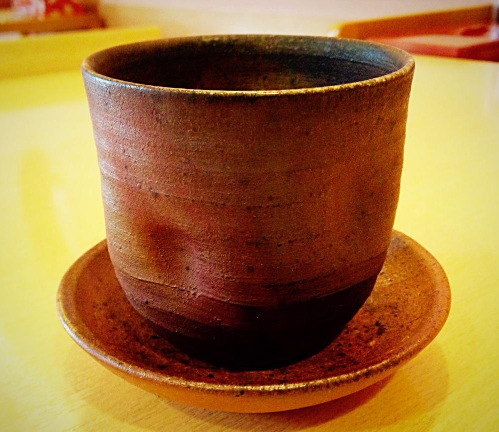 盛切は津軽金山焼の器で提供いたします