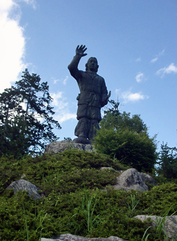 三峯神社 日本武尊銅像
