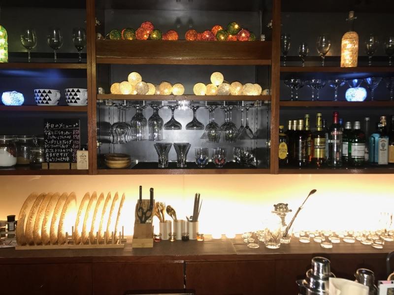 梅田カレーバー Alone Café&Bar「運」店内写真
