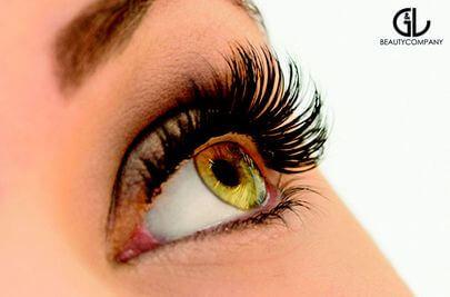 Nahaufnahme Auge mit 3D Wimpern