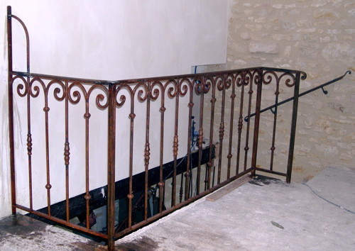 Escaliers et rampes d 39 escalier ferronnerie d 39 art for Fenetre escalier