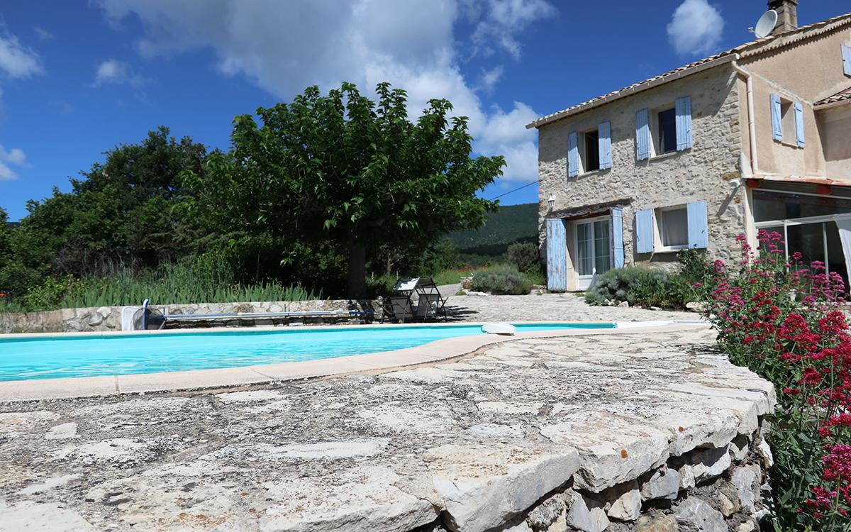 Maison côté piscine
