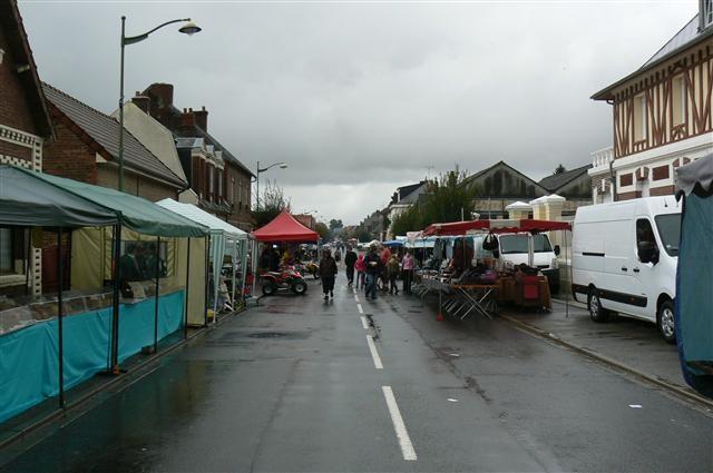 la pluie a vidé la rue