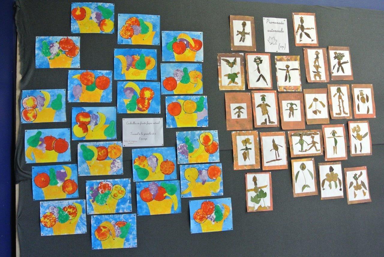 Les enfants des écoles avaient aussi travaillé pour l'expo et accroché leurs oeuvres sur la scène. Ici  celles de la petite et de la moyennes section