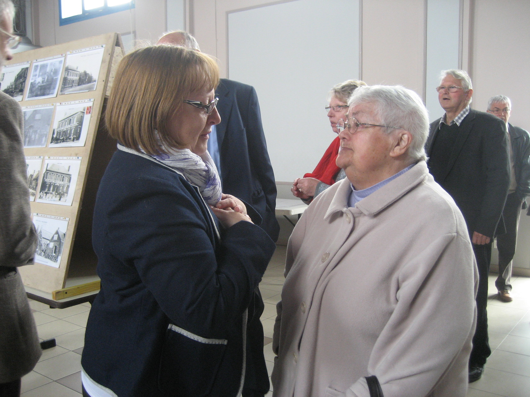 Madame Saunier et Thérèse Martin qui a apporté aussi de nombreux documents