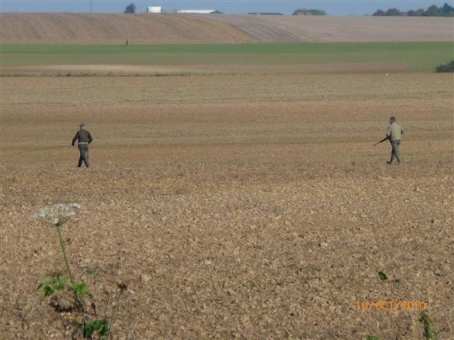 Des chasseurs dans la plaine vers la Vaucelette