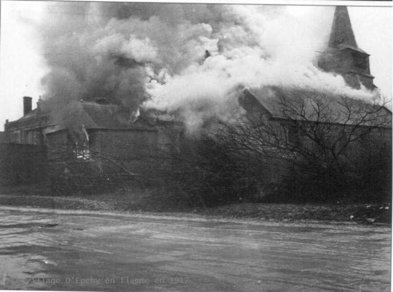 Avant le repli sur le ligne Hindenburg les Allemands brûlent l'église