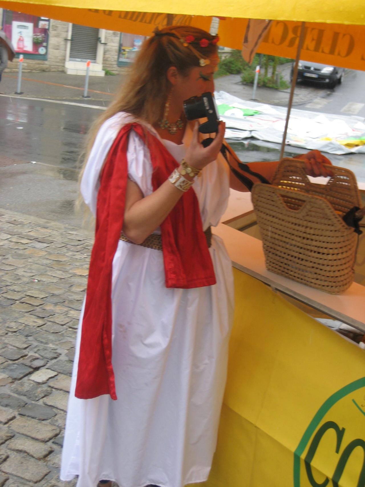 La Romaine prépare l'appareil photo