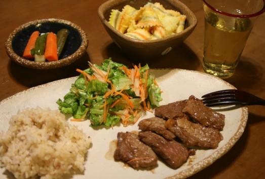 ビーフソテーはちみつ醤油ソース、栗のリゾット、レタスと梨のサラダ /白マット楕円皿