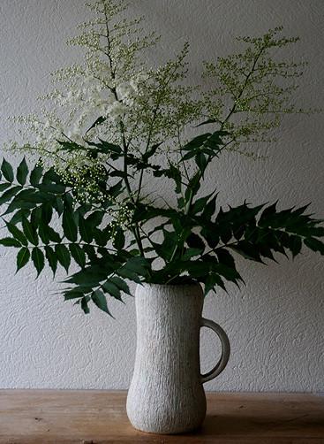 ナナカマドの花 / ジョッキ型花入れ