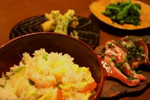 雛散らし、かつおのたたき、山菜のてんぷら / 葉あわせ小皿