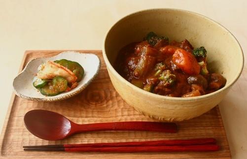 熟柿たっぷりのビーフシチュー /黄土色マットのどんぶり