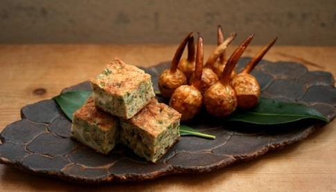 青海苔とゴマたっぷり卵焼き、ちびくわいの素揚げ甘酢 / 葉あわせ長皿
