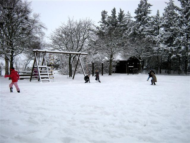 Schulhof Winter