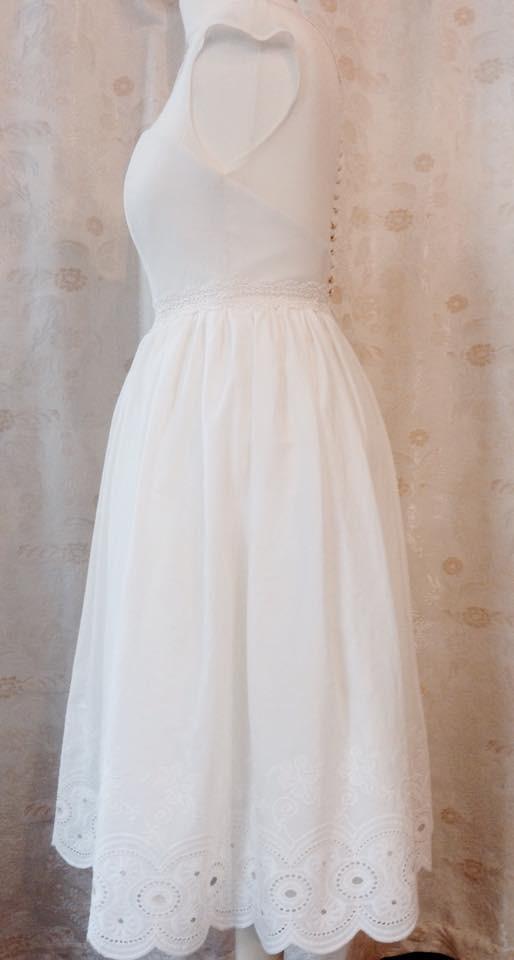Brautkleid aus Baumwolle mit Seide und Perlmuttknöpfen