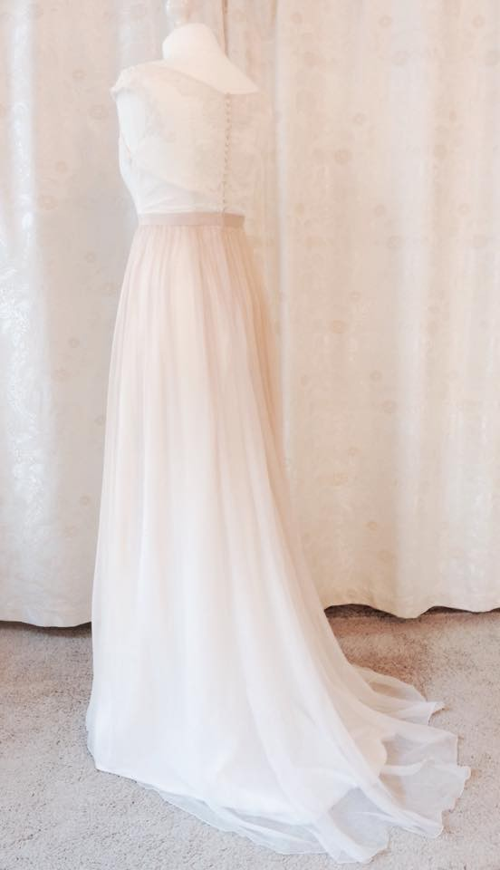 Brautkleid aus Seidenchiffon mit Farbverlauf und Baumwoll-Spitze