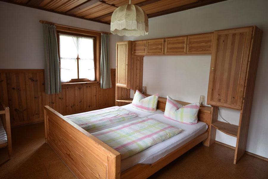 Schlafzimmer in Ferienwohnung zwei
