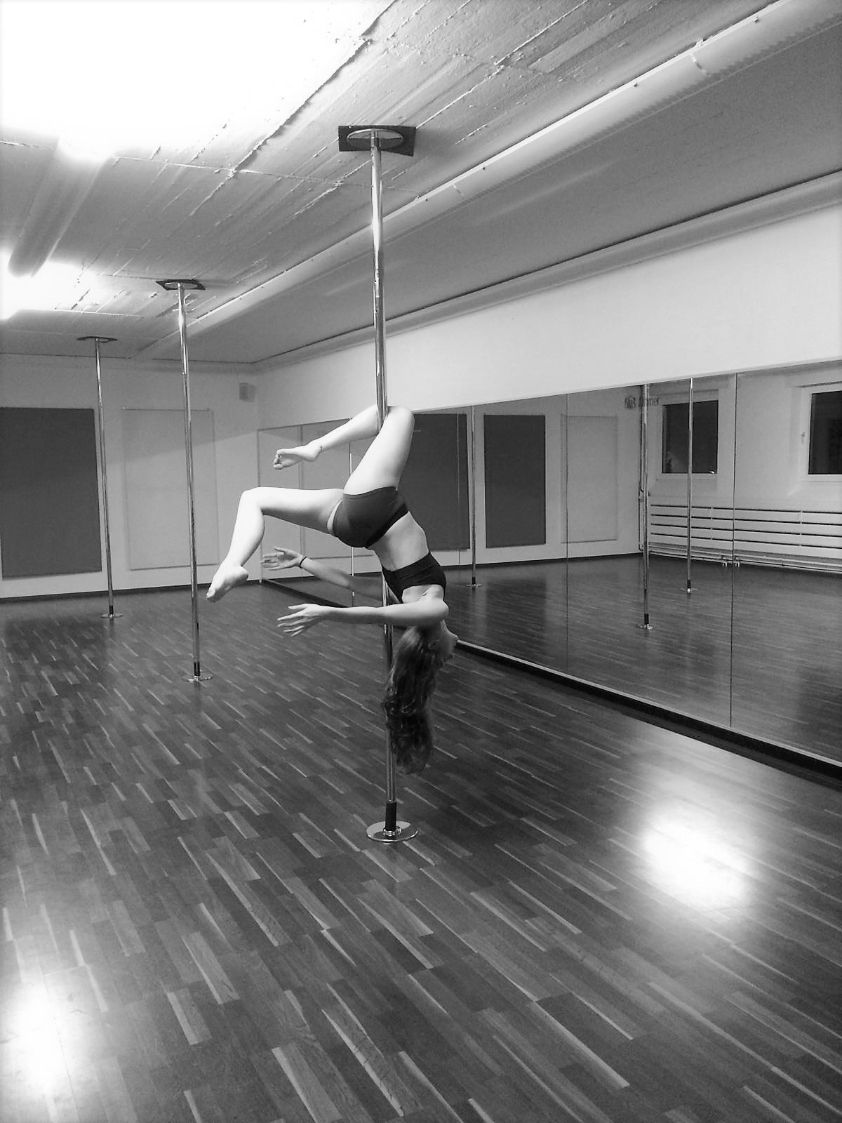 Iris: Poledance
