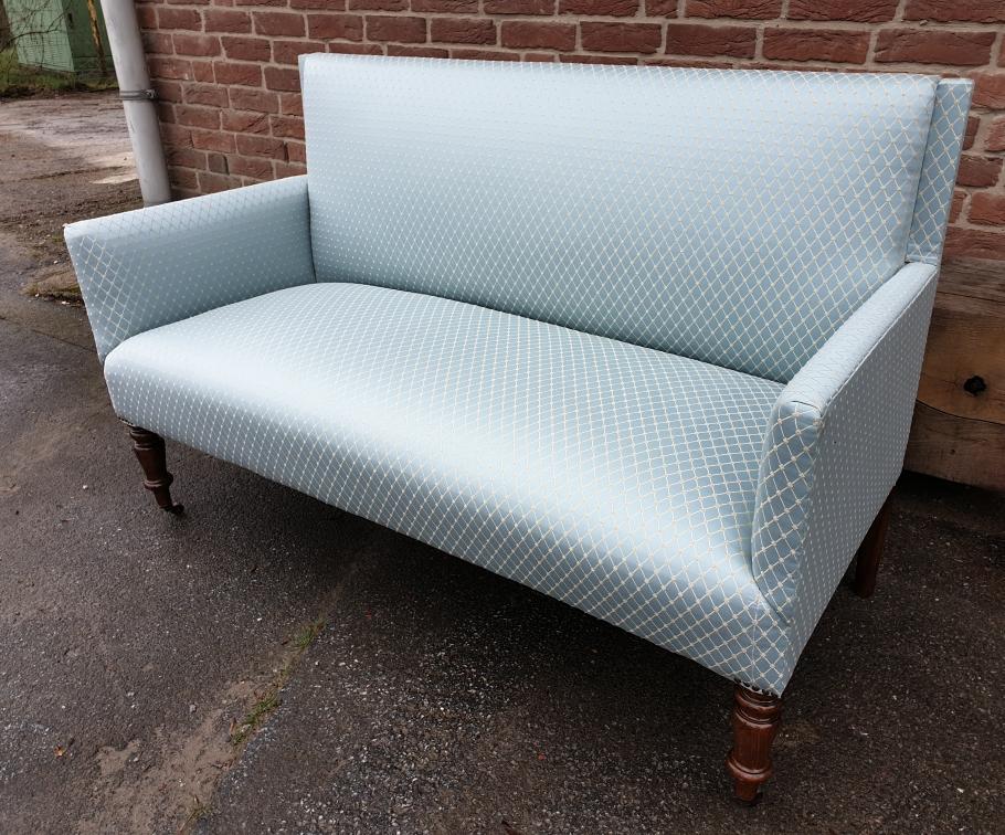Jugendstil Sofa restauriert. Bezug:JAB