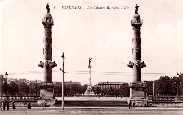 Les 2 colonnes - place des Quinconces