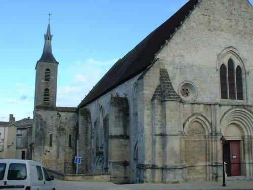 église de Guitres