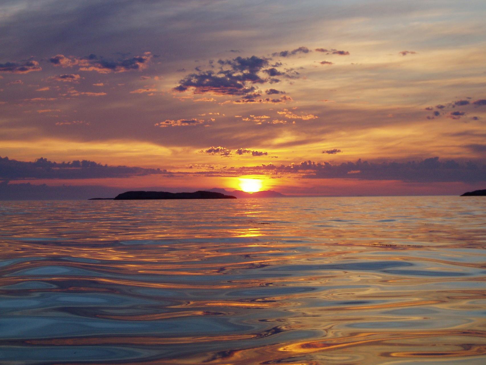 zur Sommersonnenwende auf dem Meer