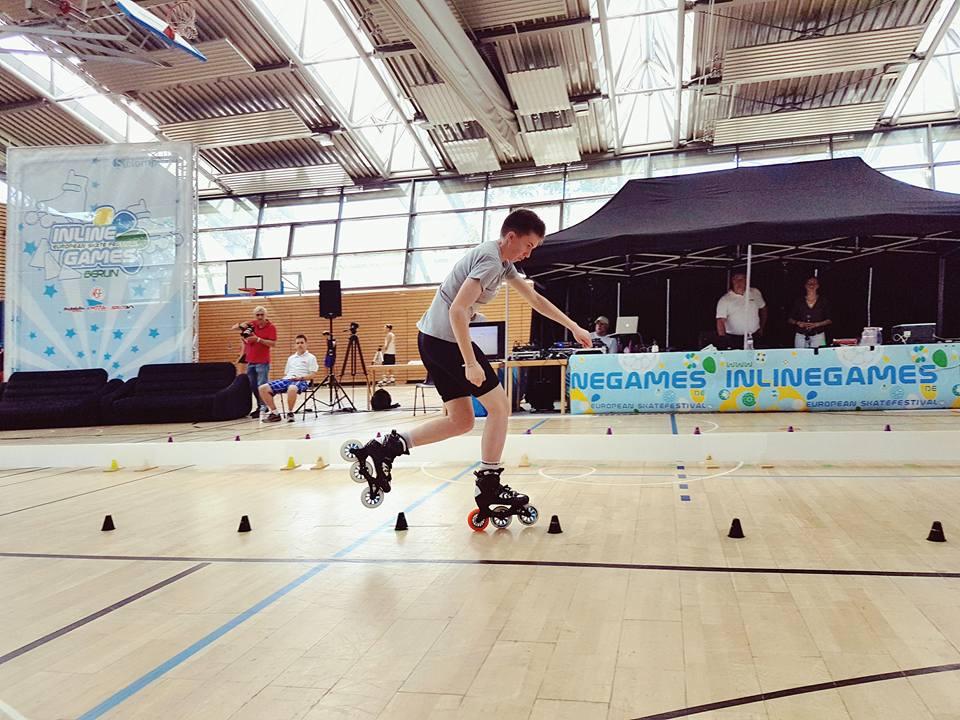 ROOL - Lily Granjon - En slalom vitesse sur compétition