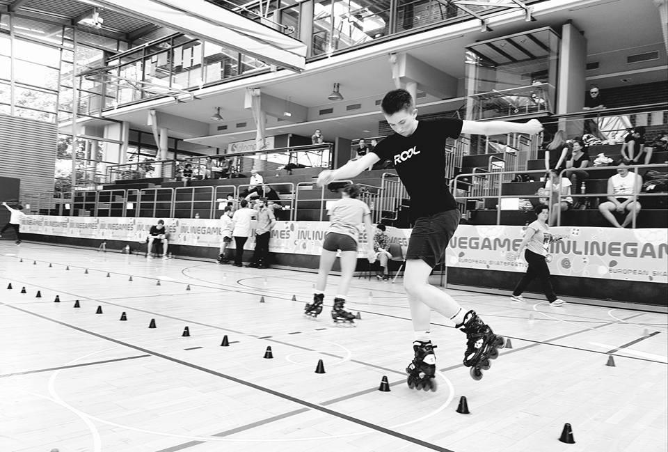 ROOL - Lily Granjon - Pratique le slalom figures en compétition