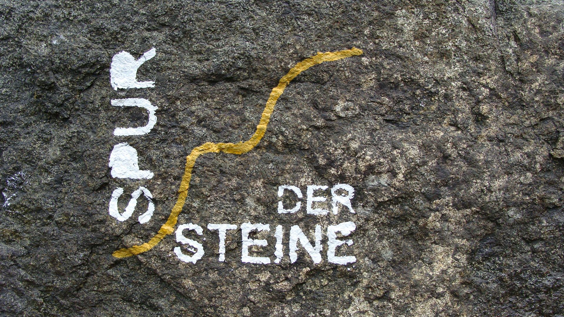 Spur der Steine Rundwand und Erlebnissweg