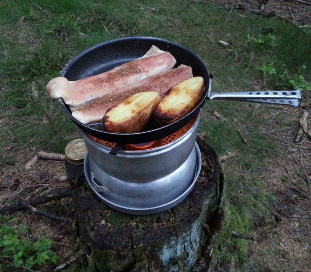 Harzforelle auf Trangia Outdoorkocher