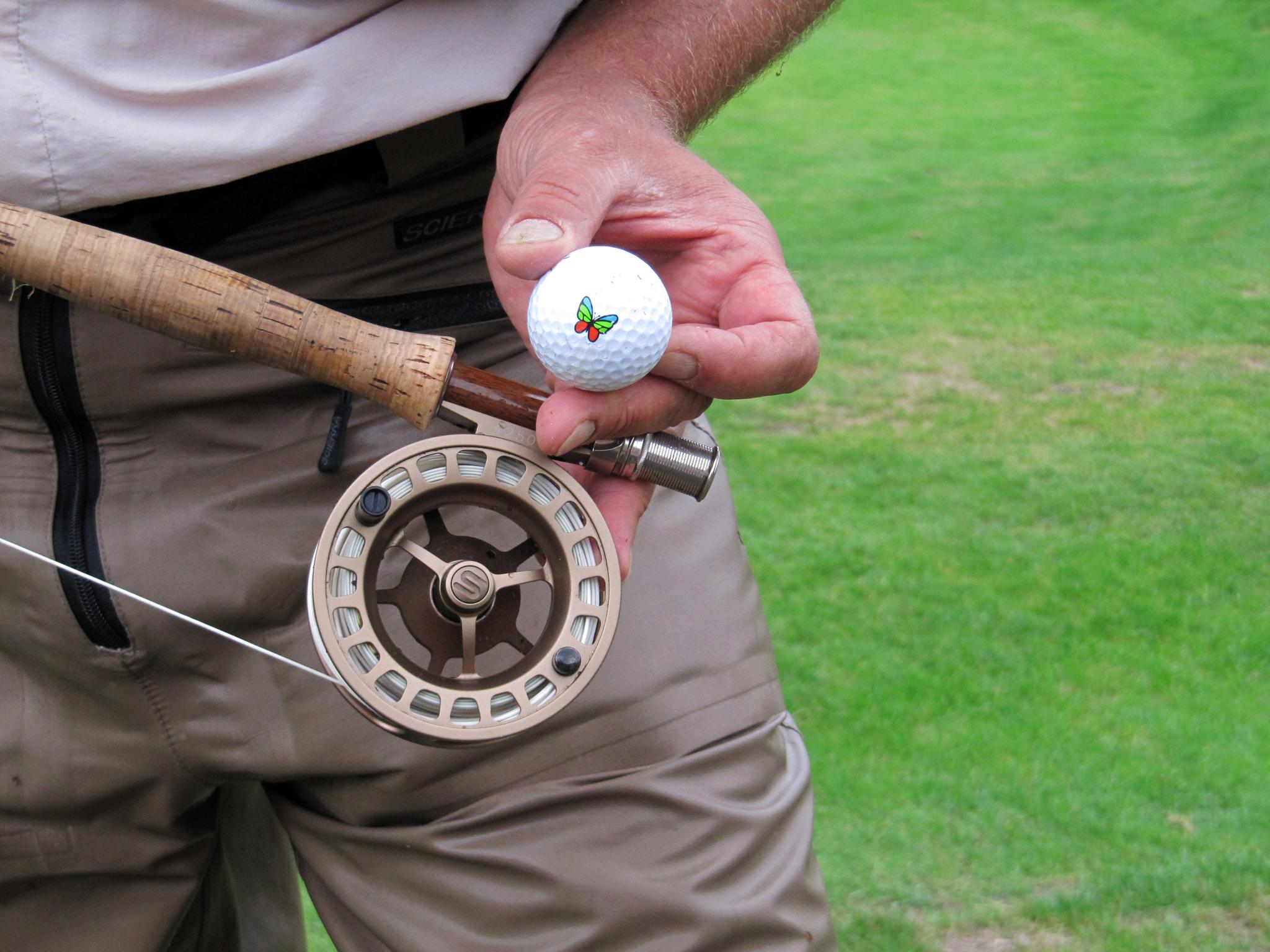 den passenden Ball dabei frisch aus dem Neckar gefischt