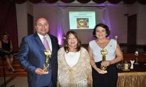 Palmira Ubinas junto al Director de AIPEH PR, Juan F. Cruz y la Consul de Colombia en Orlando, Maria Matilde Londono