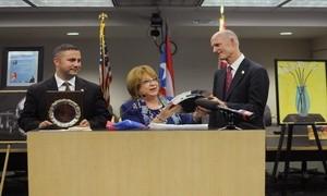 Palmira Ubinas, junto al Sen. Darren Soto y al Gobernador de Florida, Rick Scott, durante el Dia de Puerto Rico en el Capitolio en Tallahassee, donde fue la Invitada de Honor para dicho evento