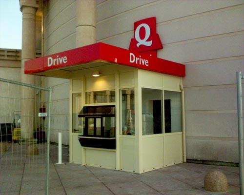 Cabine Drive dans centre commercial