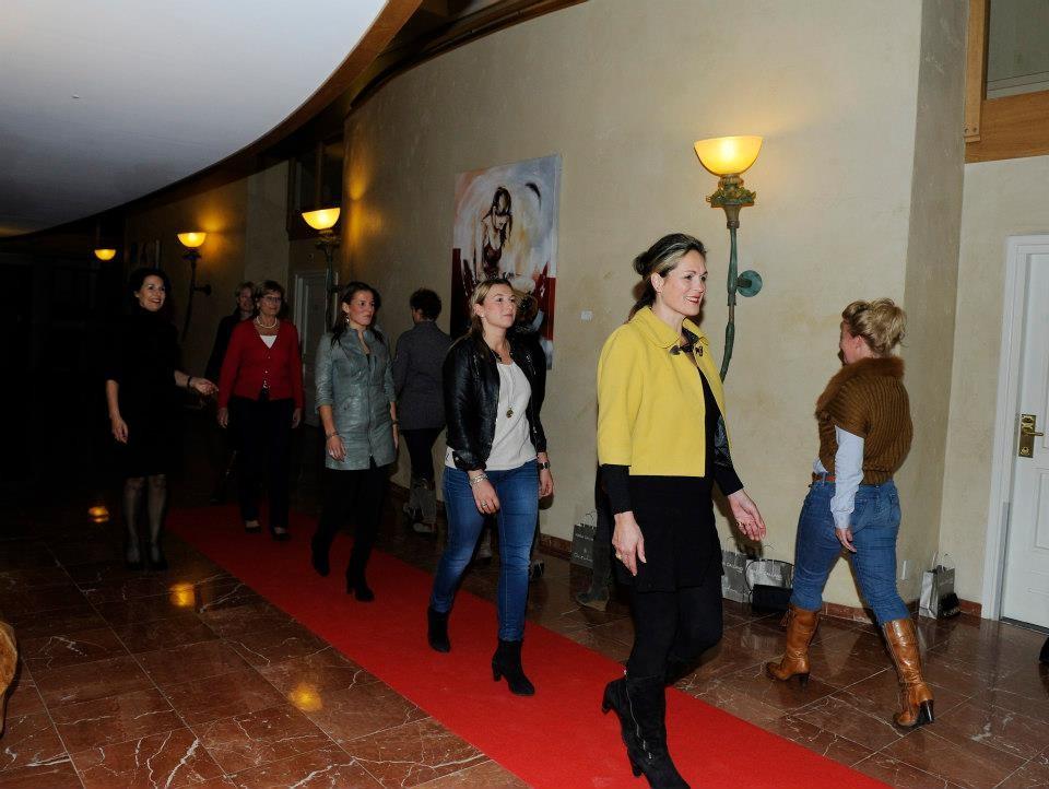 Leren lopen op de catwalk door Gonnie Klein Rouweler, Fotografie: Diana Kok