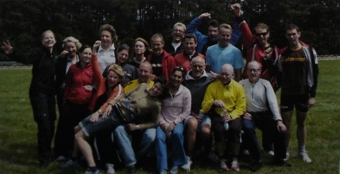 Triathlon-Gruppe des TSVE 1890 Bielefeld vor dem Start in Roth 2007