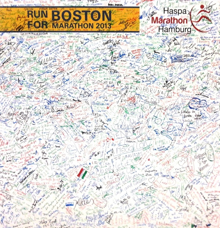 Hamburg Marathon 2013 - Run for Boston 2013 - Messeplakat mit Unterschriften