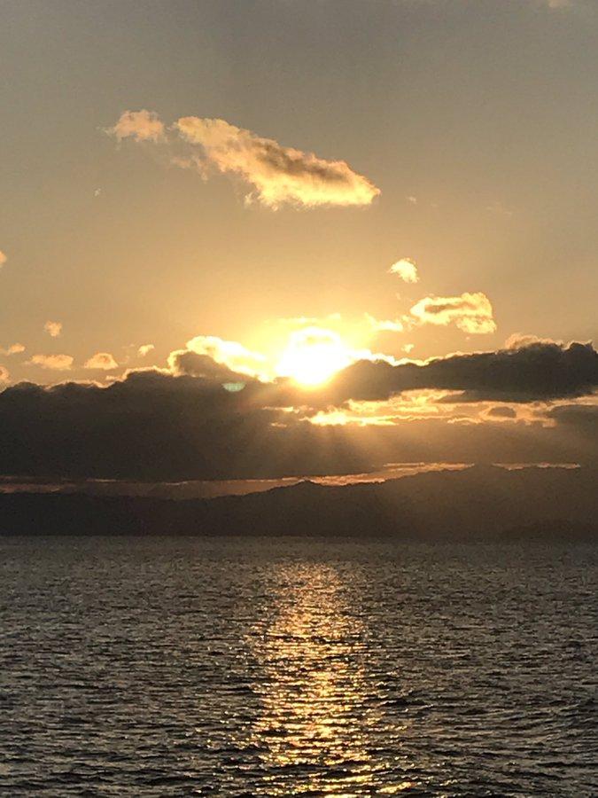 ゆぱさん 「初日の出~船上より」※2020年1月1日撮影 冬の船上は本当に寒くて。身体は凍えているのに、朝日の光を見ると、何故だか心は暖かくなる。