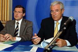 Conférence de presse avec Gilles de Robien, Ministre de l'Education nationale